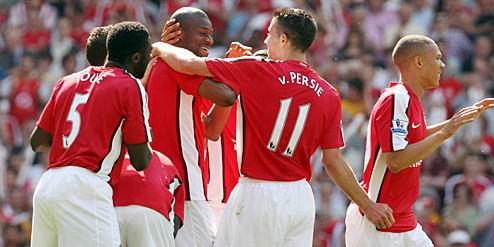 Арсенал празднует гол в ворота Стока